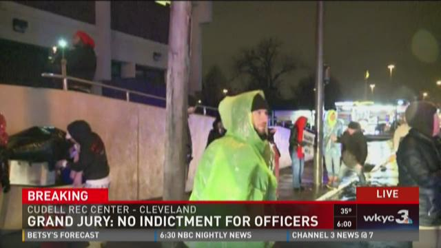 Protesters march to Cleveland Police station after no indictment in Tamir Rice case